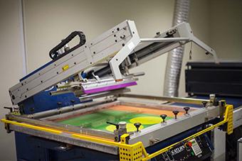 печать уф-лака, трафаретная печать на изделиях заказчика